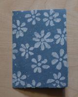 Handgeschöpfte Doppelkarte Jeans mit Blümchen